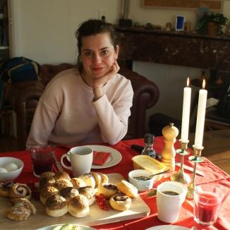Foto van Sara aan het kerstontbijt