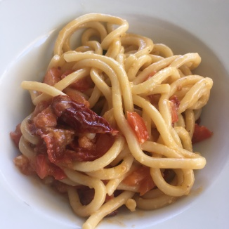 Foto van pici met tomatensaus