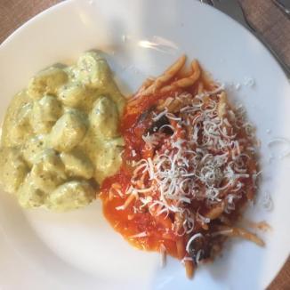 Foto van twee soorten siciliaanse pasta