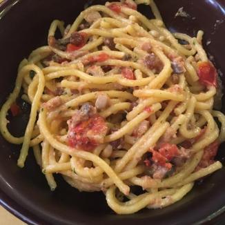 Foto van spaghetti met tomaten